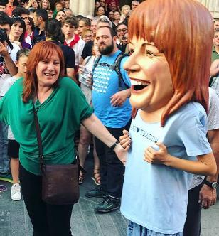 Rosa Aguado i el seu Capgrós a l'acte de proclamació de la Festa Major